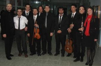 L'Orchestra e al centro il M° La Banca